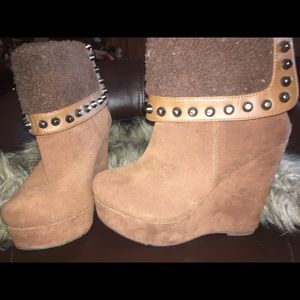 Wedge boots size 5.5